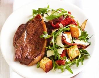 Yarı Kurutulmuş Domates ve Sarımsaklı Kruton Salatası ile Balzamikli Biftek