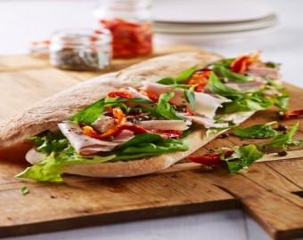 Cıabatta Ekmeği, Kapari, Zeytin ve Yarı Kuru Domatesli Fırında Kavrulmuş Hindi